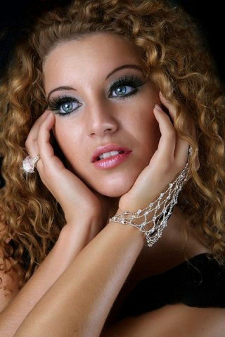 Karina Iacovone (Nurry Necker)