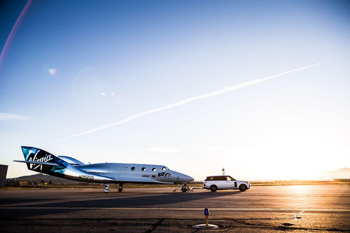 SpaceShipTwo und Range Rover Autobiography