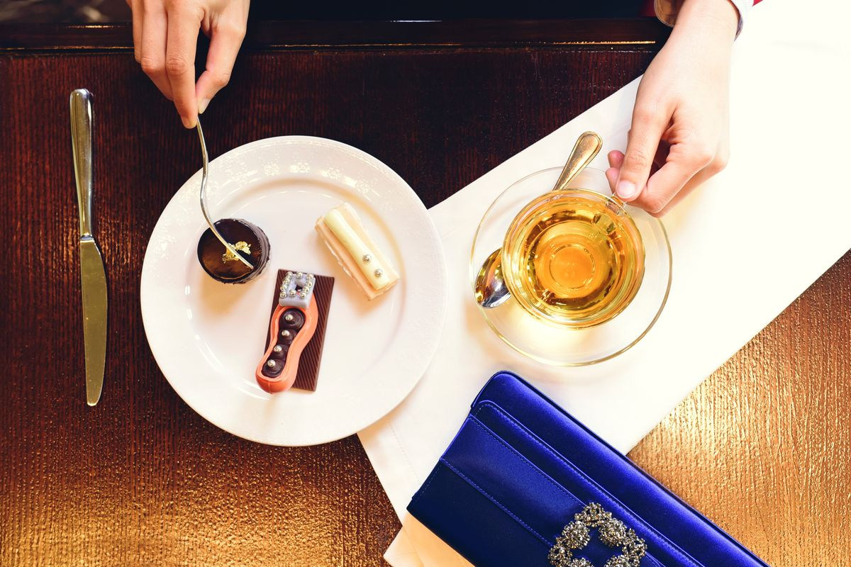 "Raffles Dubai: ""Fashion Afternoon Tea"" von Manolo Blahnik"