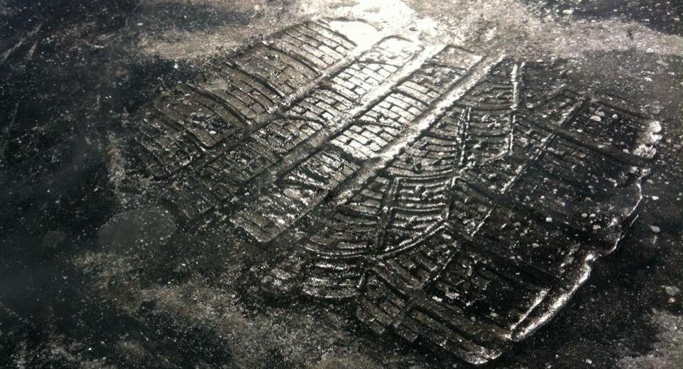Pirelli Profil im Eis des Baikalsee