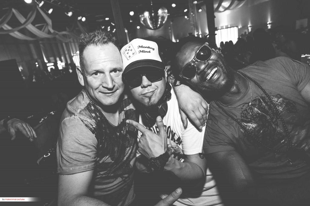 """<a href=""""https://www.shots.media/people/2016/interview-toni-tuklan-die-kroenung-und-ein-dank-an-gott/2259"""" >Toni Tuklan </a>(rechts) und DJ Tomekk sind schon seit Jahren gut befreundet"""