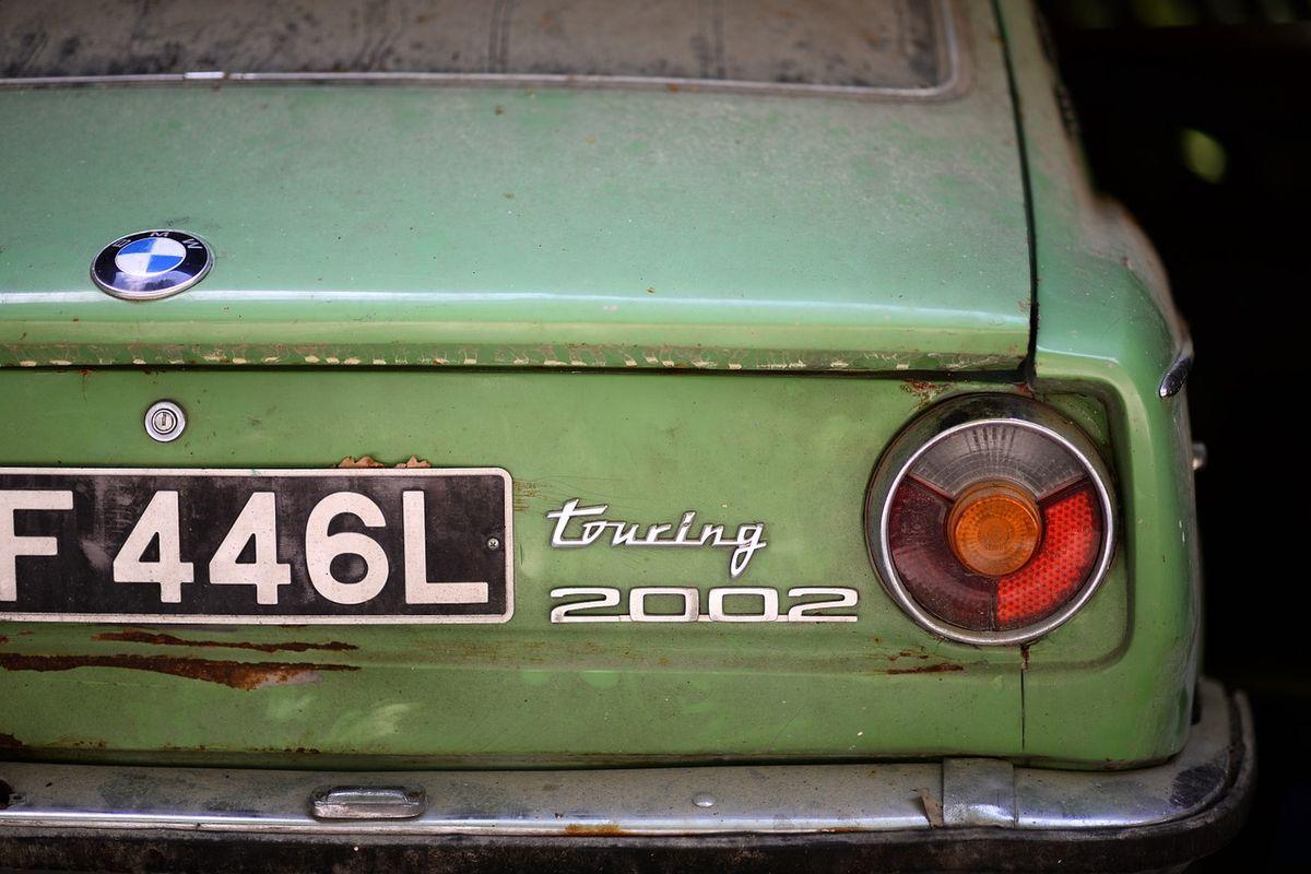 Trotz Staub und Rost: Wunderschönes Autoheck