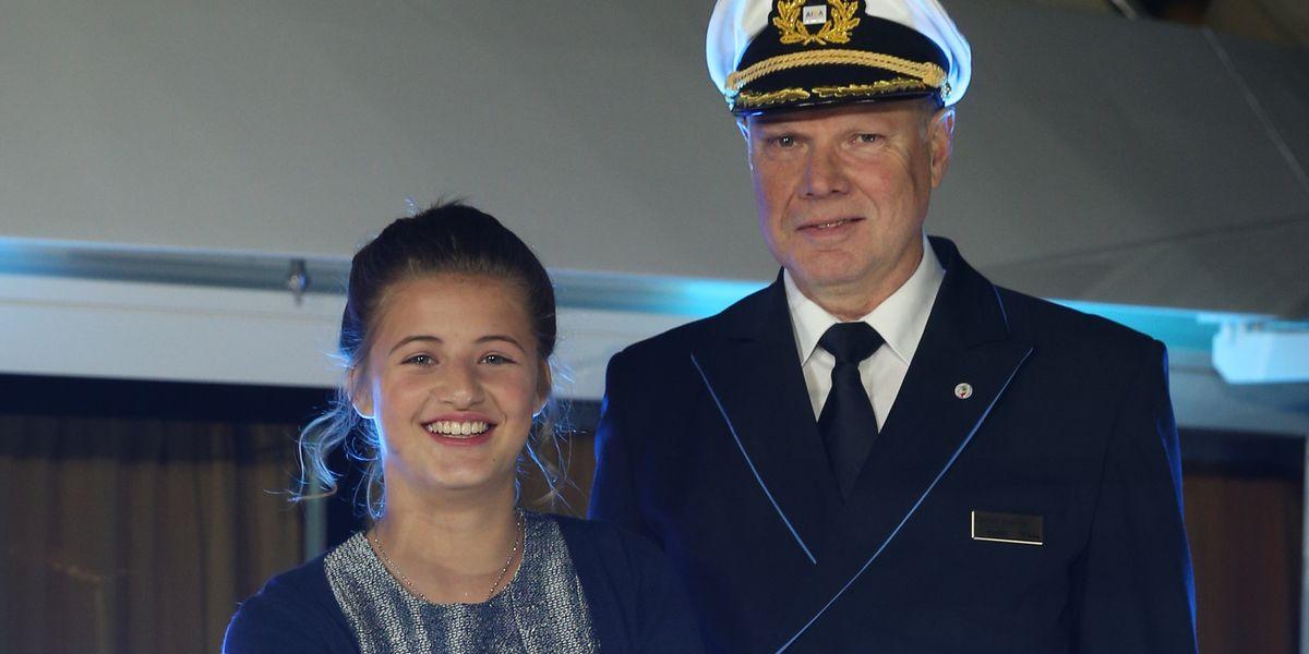 """Emma Schweiger und Kapitän Detlev Harms, Taufe der """"Aida Prima"""""""