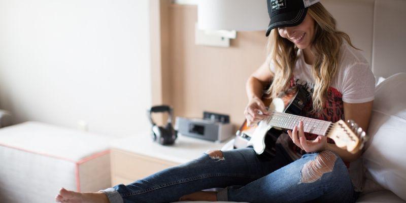 Amplified: Jam Sessions auf dem Hotelzimmer