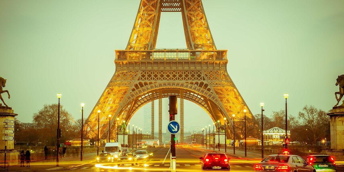 Im Eiffelturm eingepennt