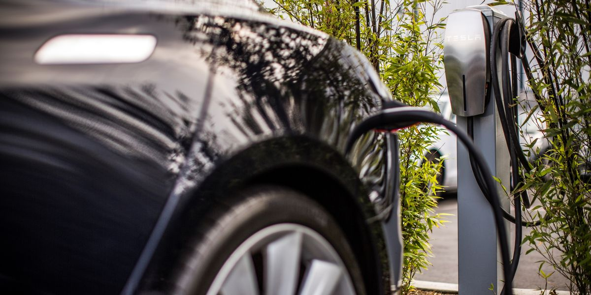 Tesla: Charger im Gut Ising