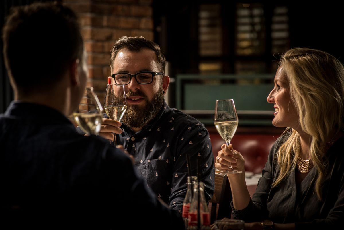 Stuttgart: Wine & Dine im Pier 51