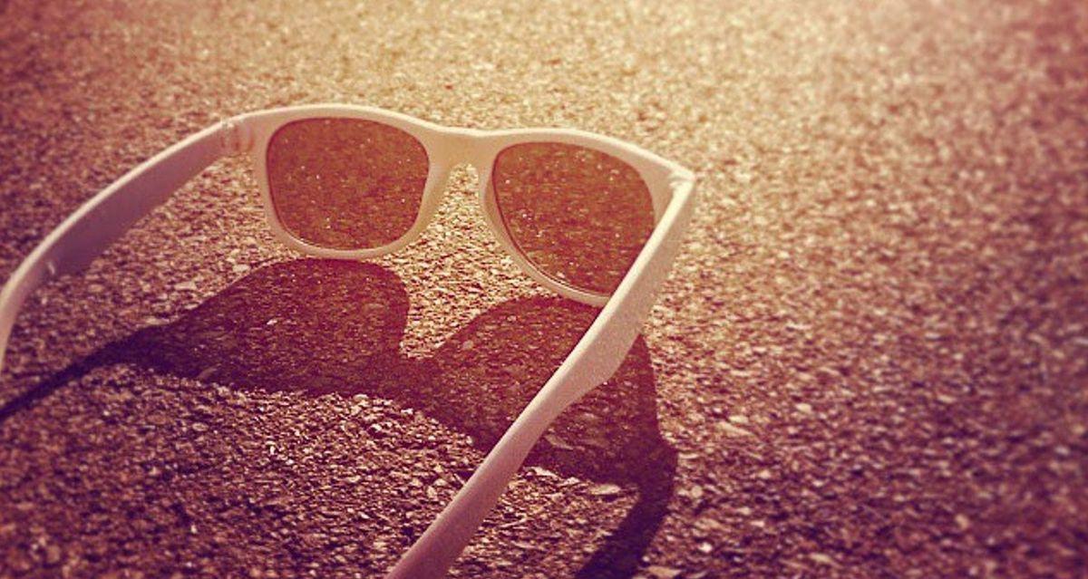 Sonnenbrille: Auf Farbe und Form achten