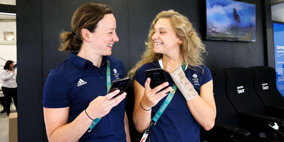 Olympioniken feiern sich mit Smartphones
