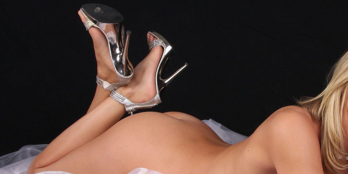 Fotograf Ed Fox steht auf Frauenfüße