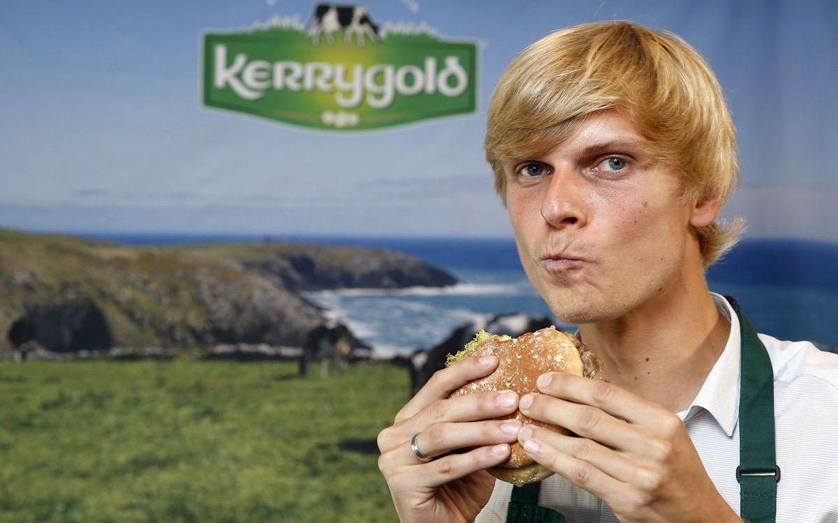"""Tim Waldow und sein """"Scharfer Cheddar-Burger"""""""