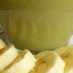 Warmer Matcha Kokos-Shake mit Banane
