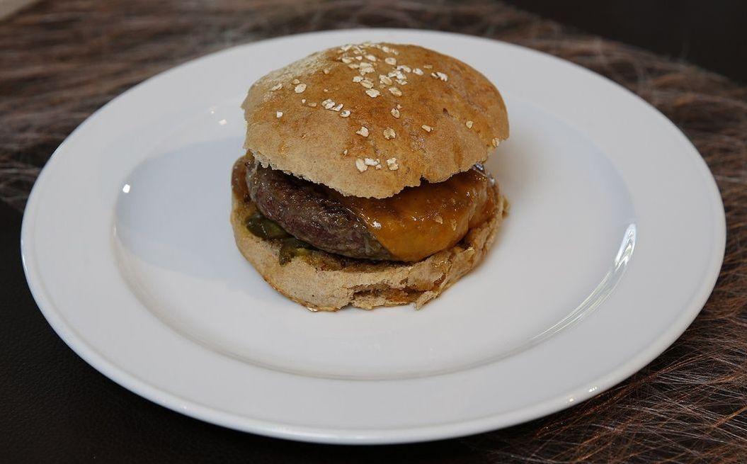 Scharfer Cheddar-Burger