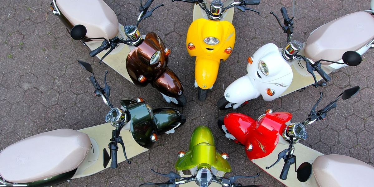 Elektro-Roller: Bunt und leise
