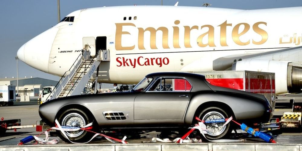 Emirates SkyWheels transportiert automobile Schätze