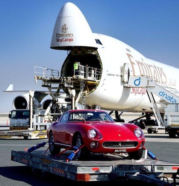 Emirates SkyWheels transportiert automobile Schätze