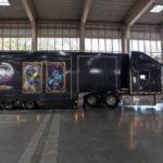 Big Betty: Sensationeller Truck zeigt sich mit Profi-Gamern