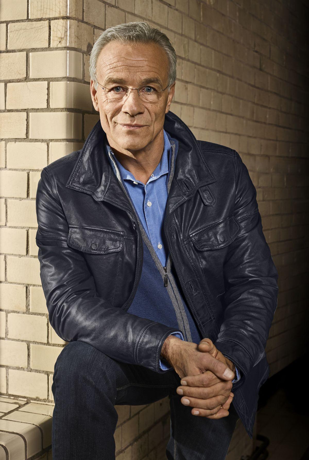 Walbusch: Klaus J. Behrendt in der Hemdjacke