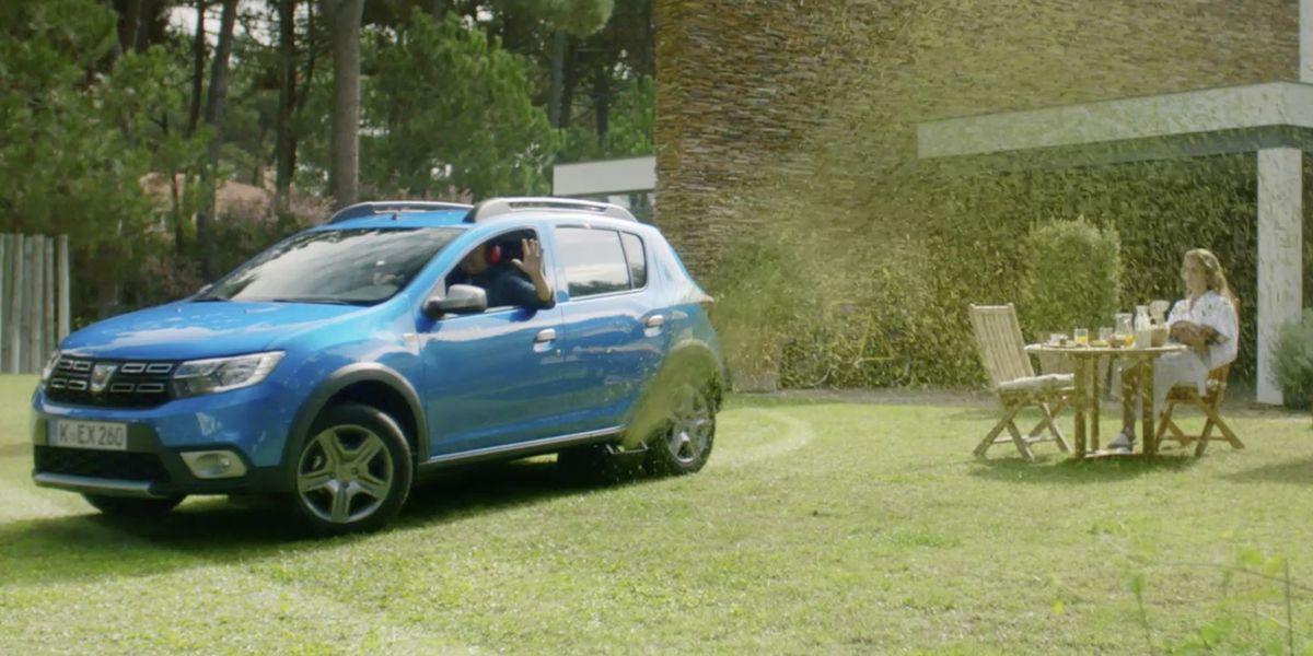 Echt kurios: Auto ohne Rasenmäher