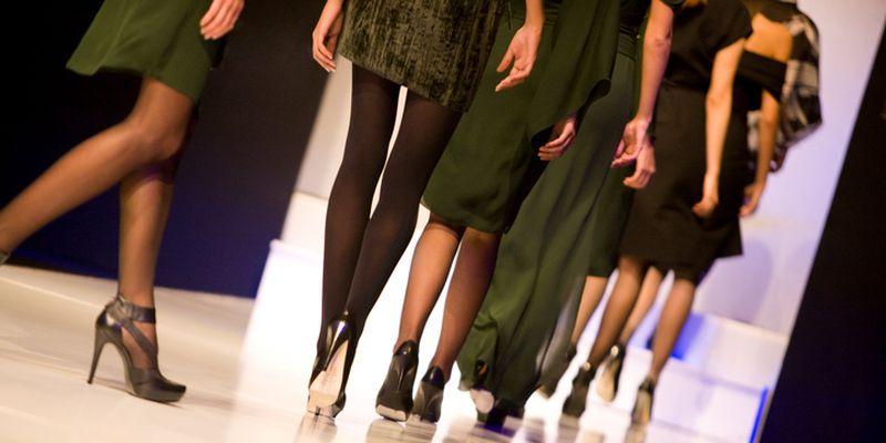 Marcel Ostertag zeigt auf der Berlin Fashion Week verspielte Romantik
