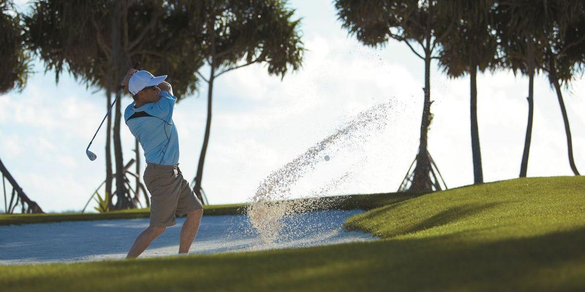Golfen unter Palmen