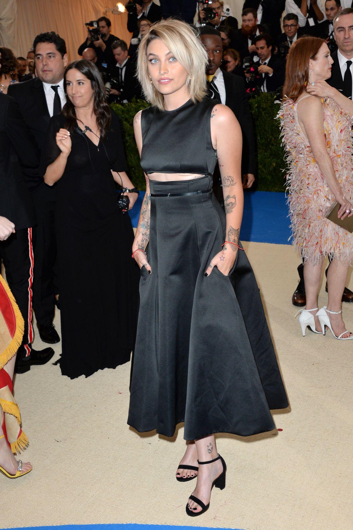 Paris Jackson trägt ebenfalls Calvin Klein zur MET-Gala 2017 in New York City
