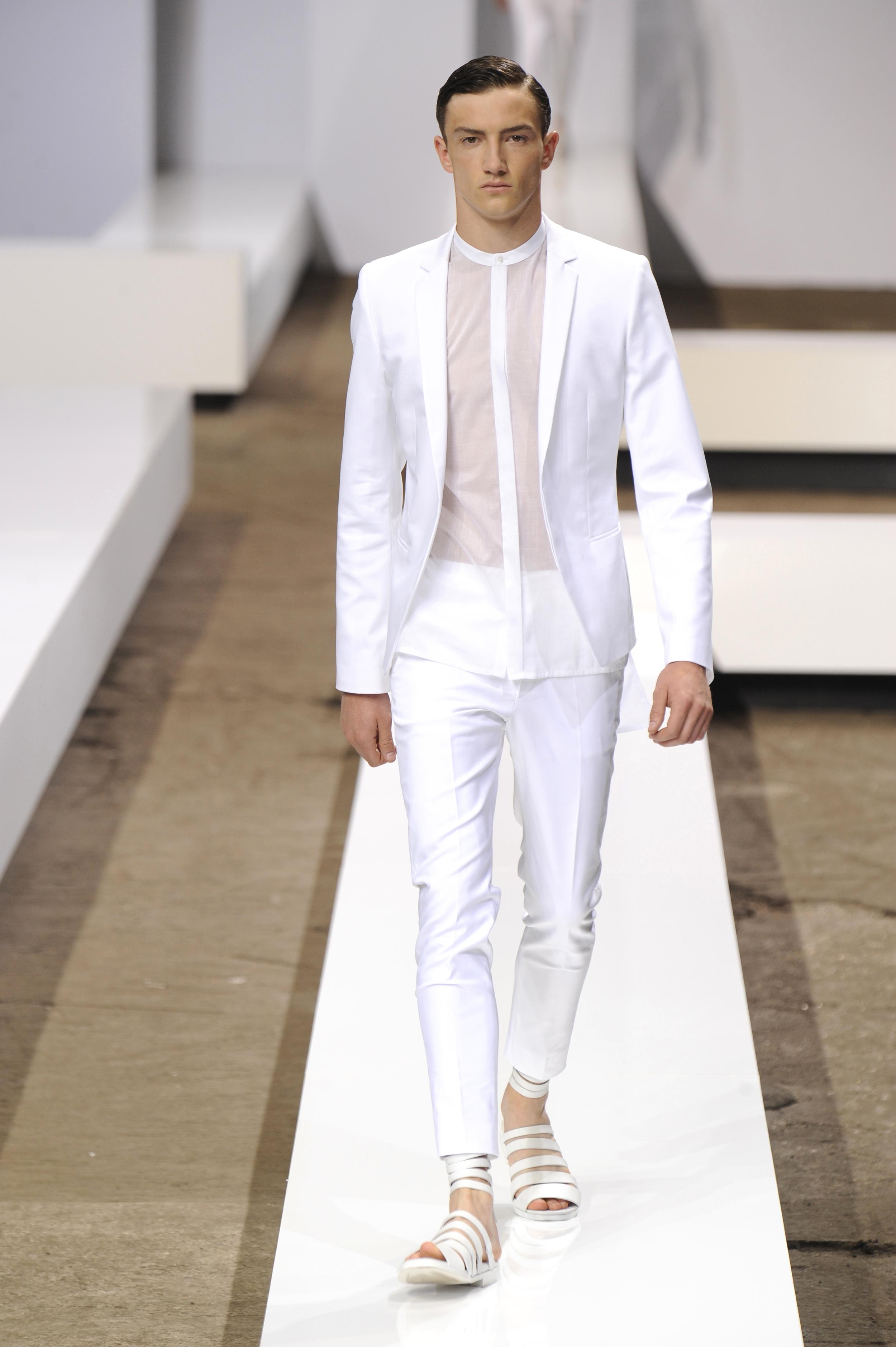 Men in White | Shots Magazin