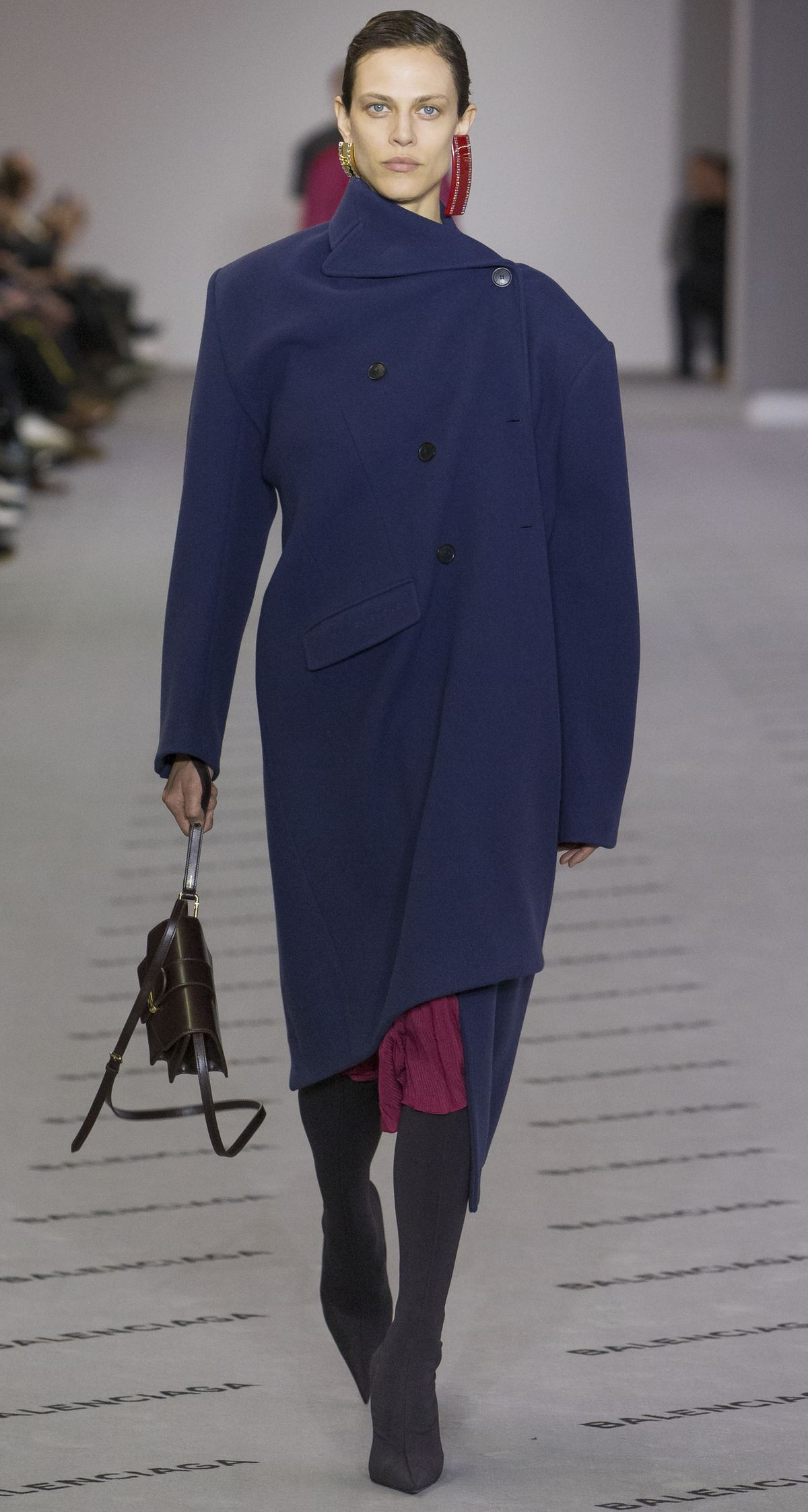 Model bei Balenciaga, Fashion Week Paris