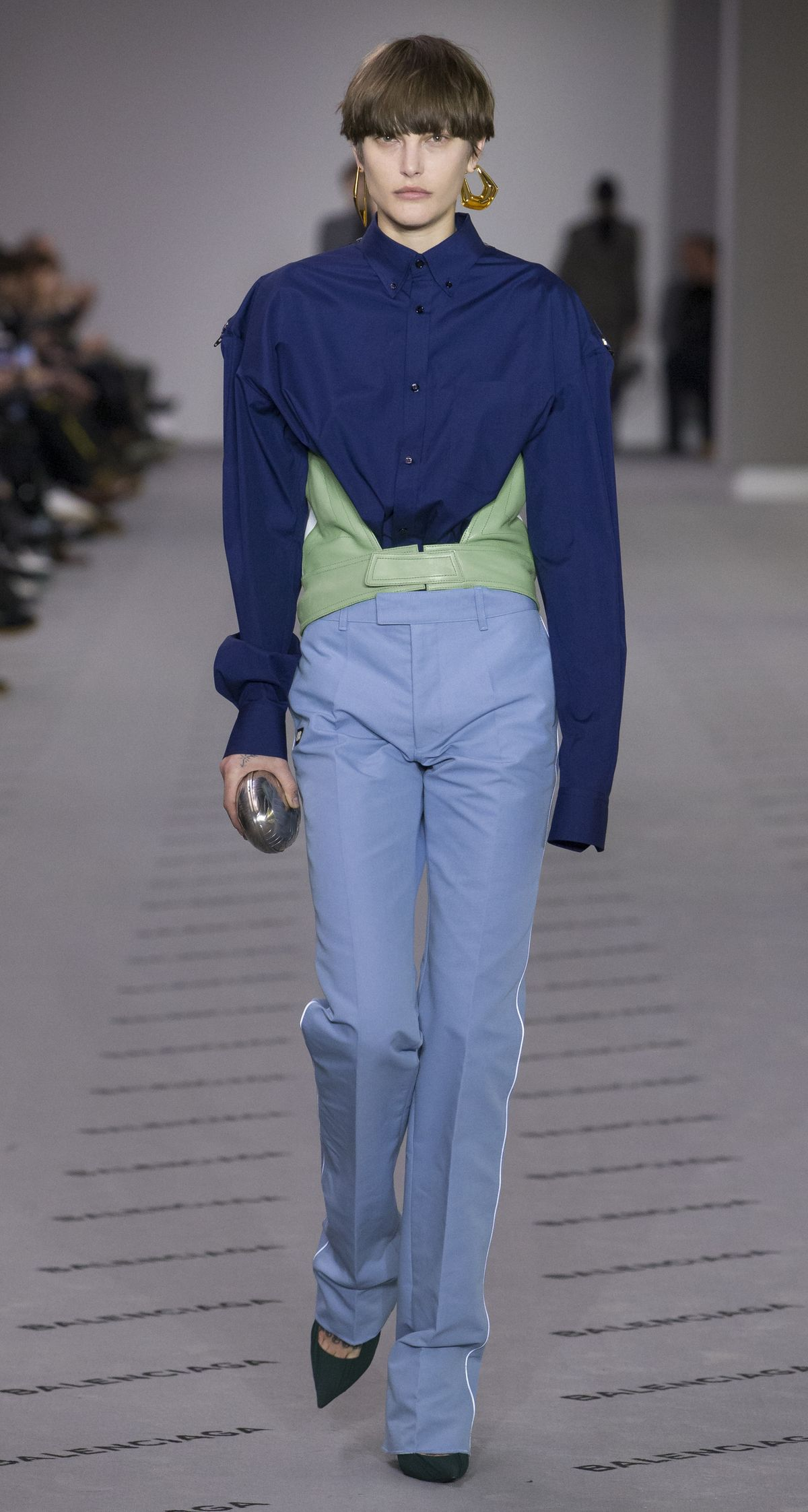 Model bei Balenciaga, Fashion Week Paris