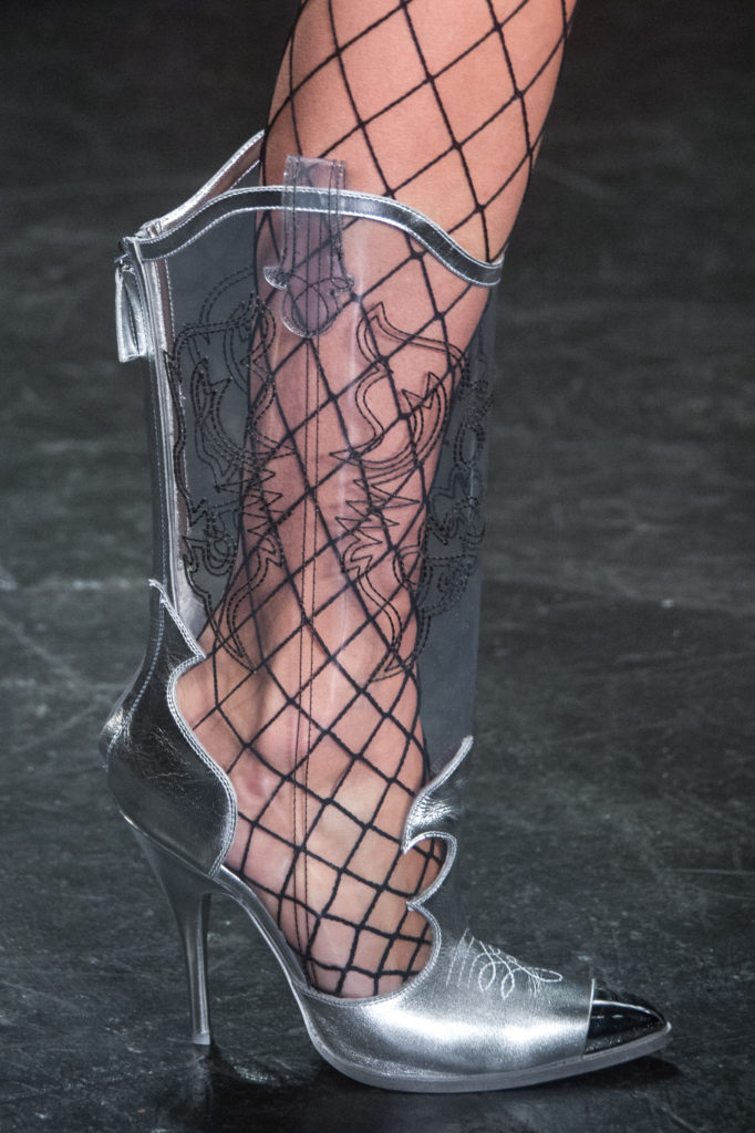 New York Fashion Week Fall 2016: Transparente Cowboy-Boots in Metallic bei Jeremy Scott