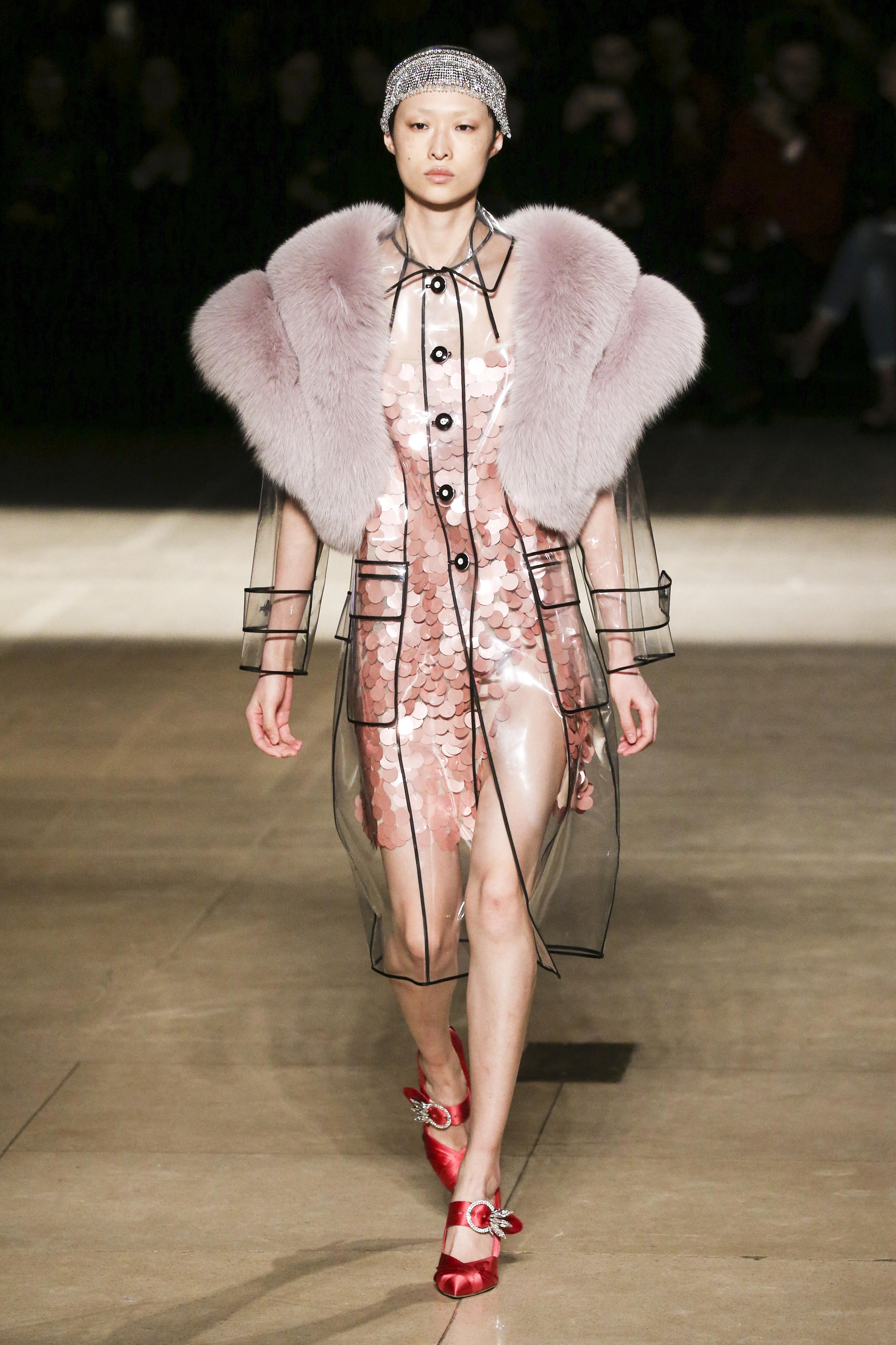 Paris Fashion Week Fall 2017: Transparente Regenjacke von Miu Miu