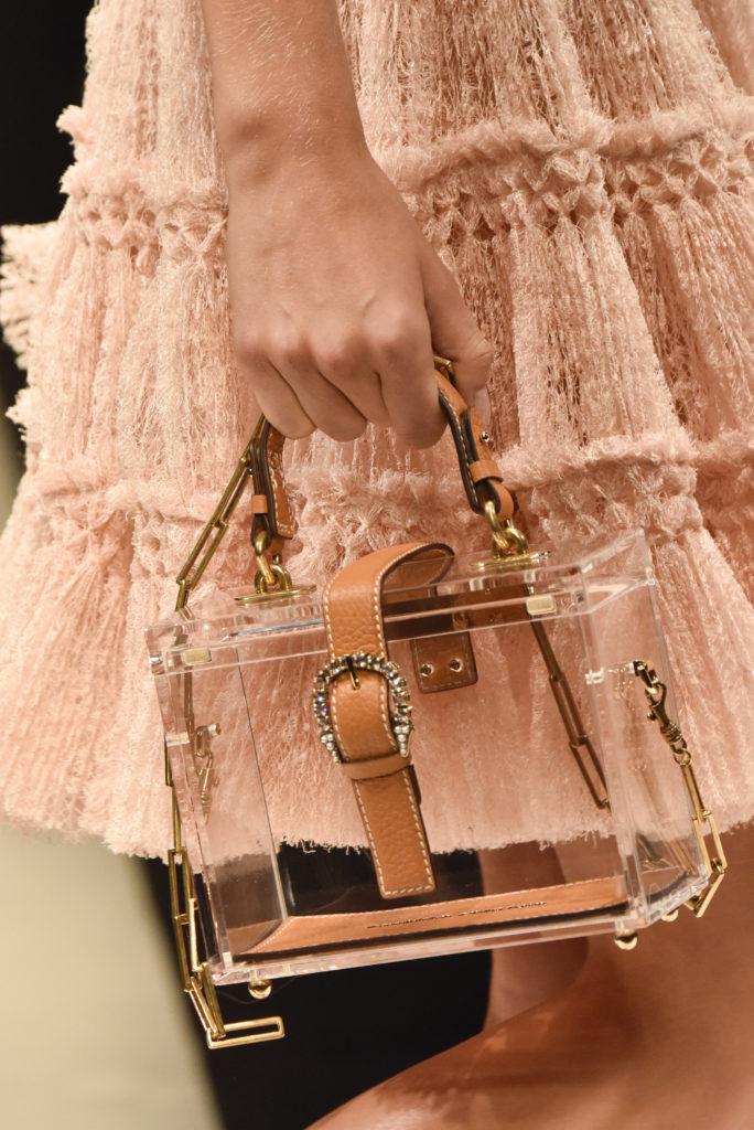 Milan Fashion Week Spring : Transparente Handtasche mit Lederschnalle bei Ermanno Scervino