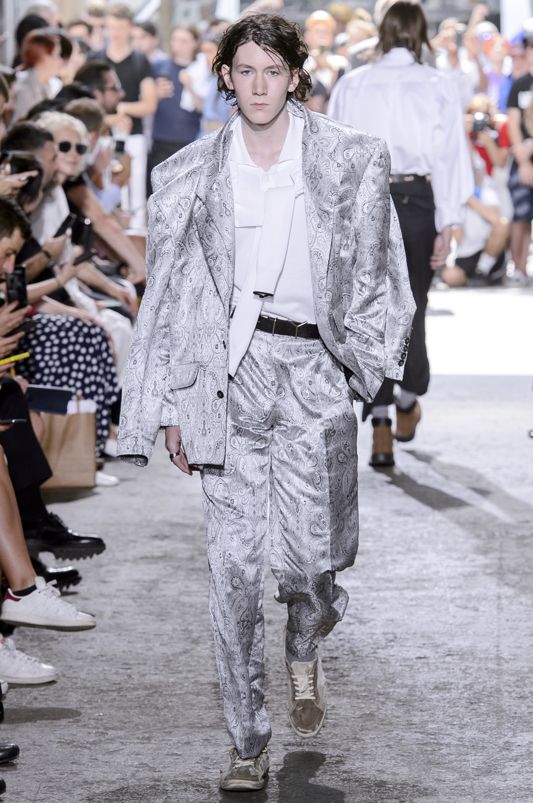 Paris Men'sFashion Week Ready to Wear Spring/Summer 2018: Ein glänzender Anzug bei Y/Project
