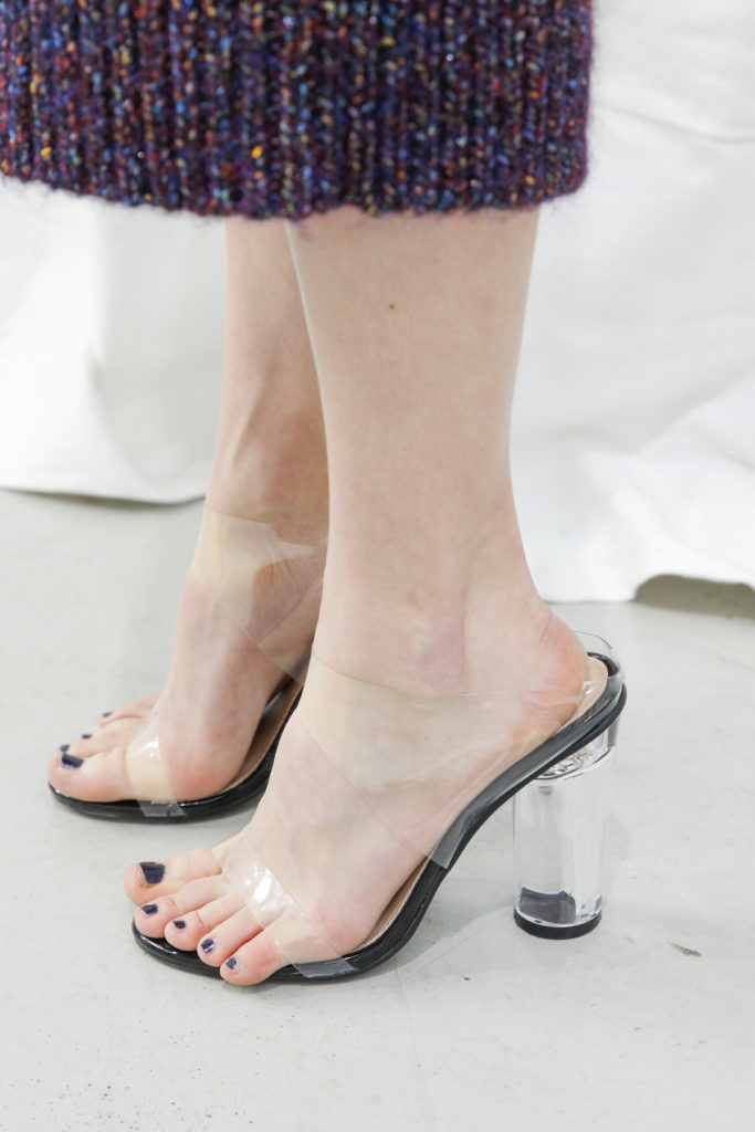 Paris Fashion Week Fall: Transparente Sandaletten backstage bei der Show von Jourden
