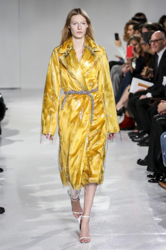 New York Fashion Week Fall: Gelbe Regenjacke bei Calvin Klein