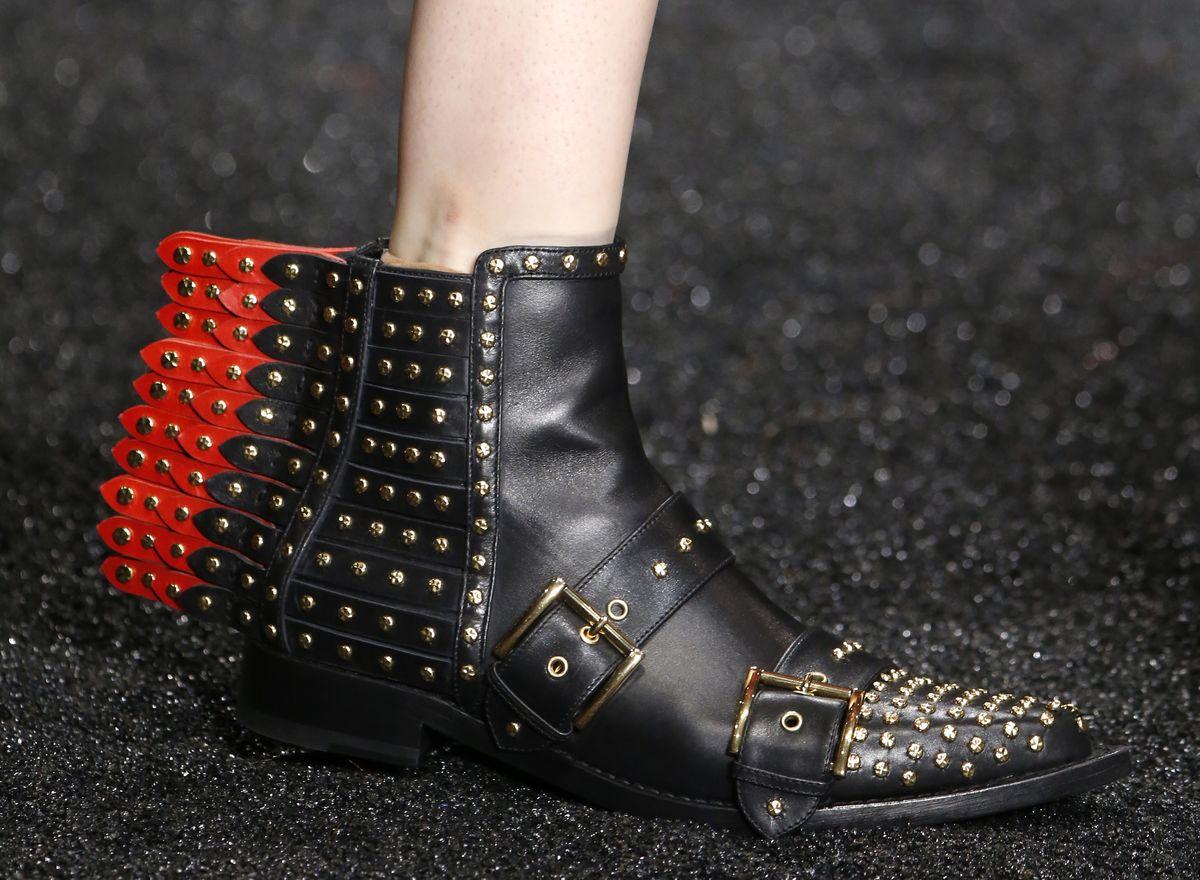 Paris Fashion Week Ready to Wear Autumn/Winter: Nietenboots bei Alexander McQueen