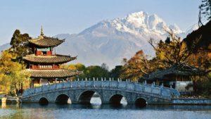 Lijiang vor dem Himalaja