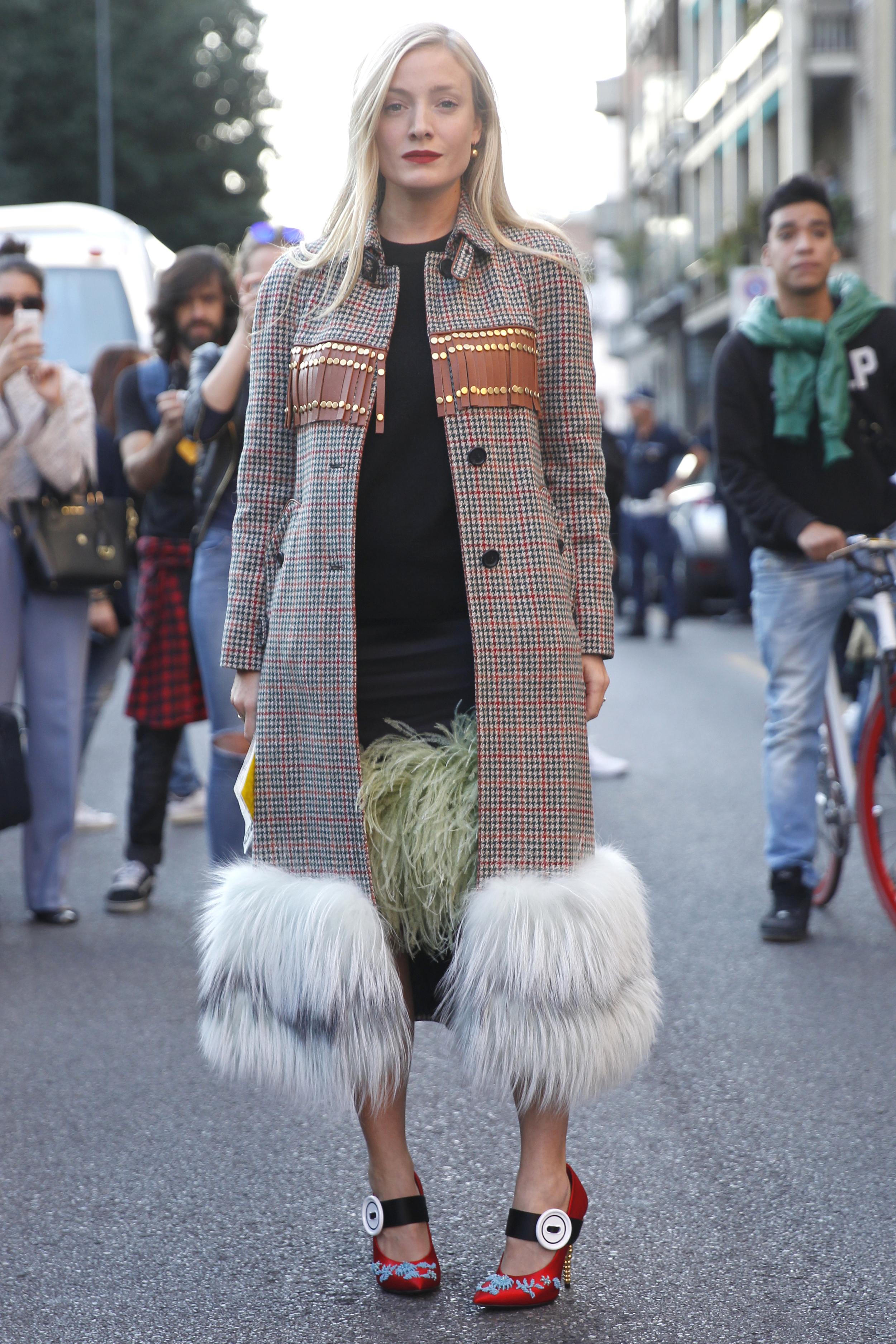 Street Style aus Mailand mit Karo-Mantel