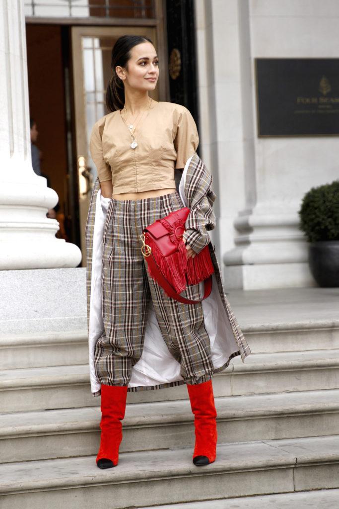 Street Style aus London mit Karo-Hose und passendem Mantel