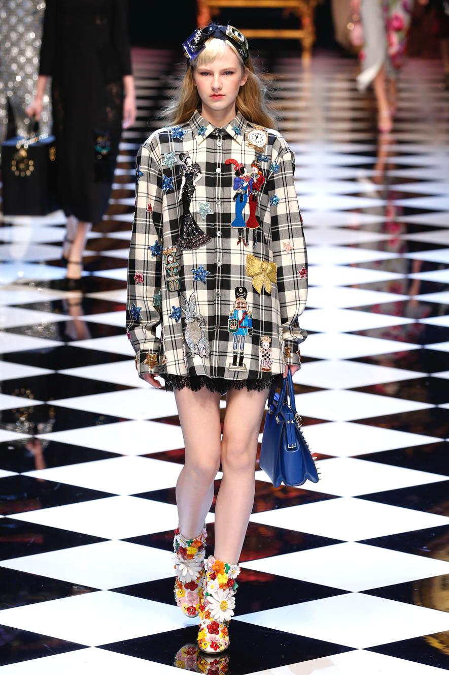 Dolce & Gabbana zeigen ein Hemd mit Karomuster und Patches