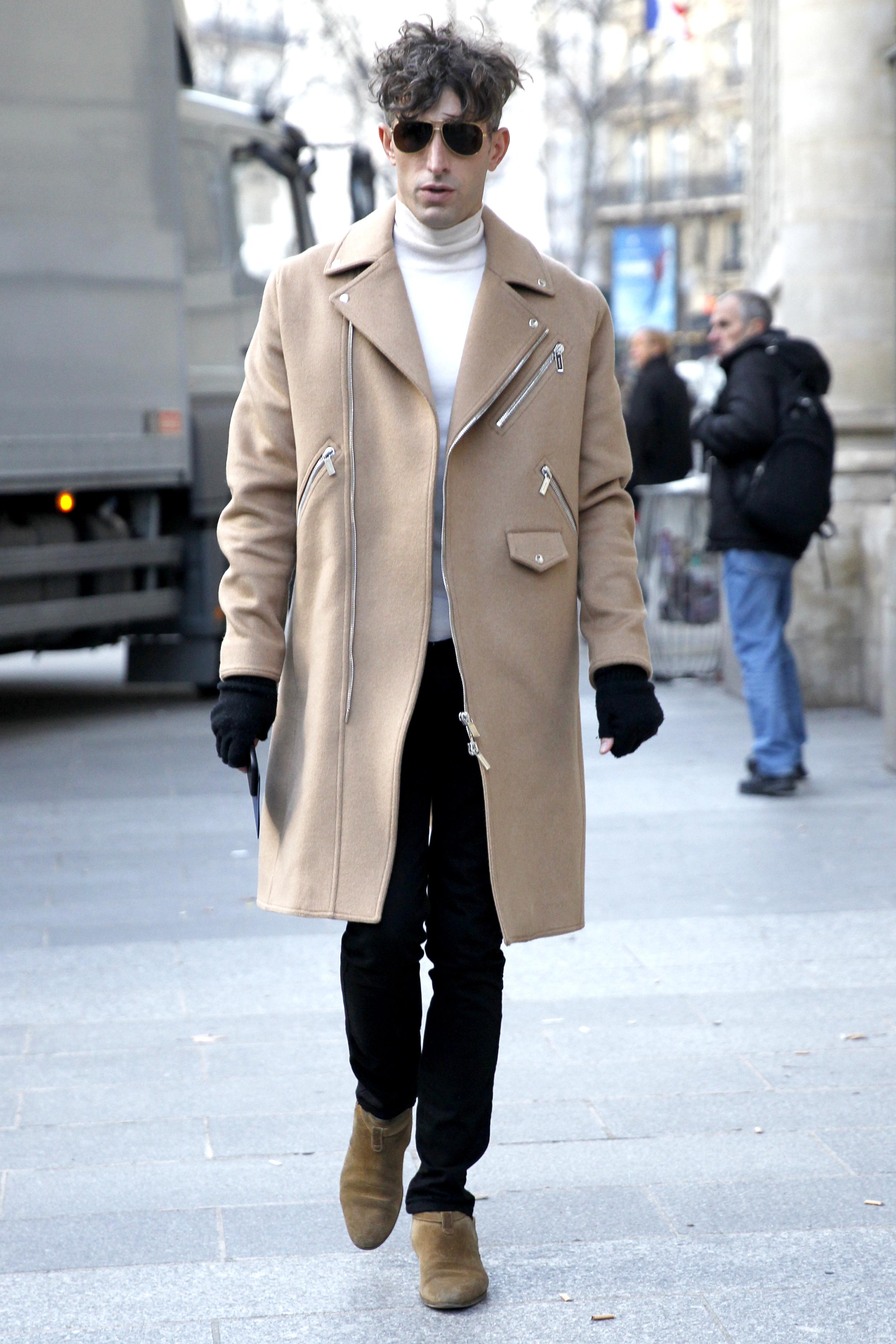 David Thielebeule mit Herbstmantel im Street Style in Paris