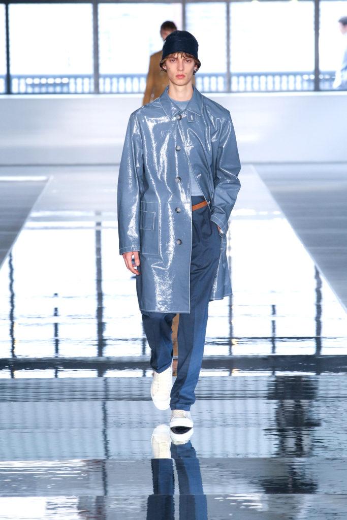 New York Fashion Week Spring: Glänzender Herbstmantel in der Show von Hugo Boss