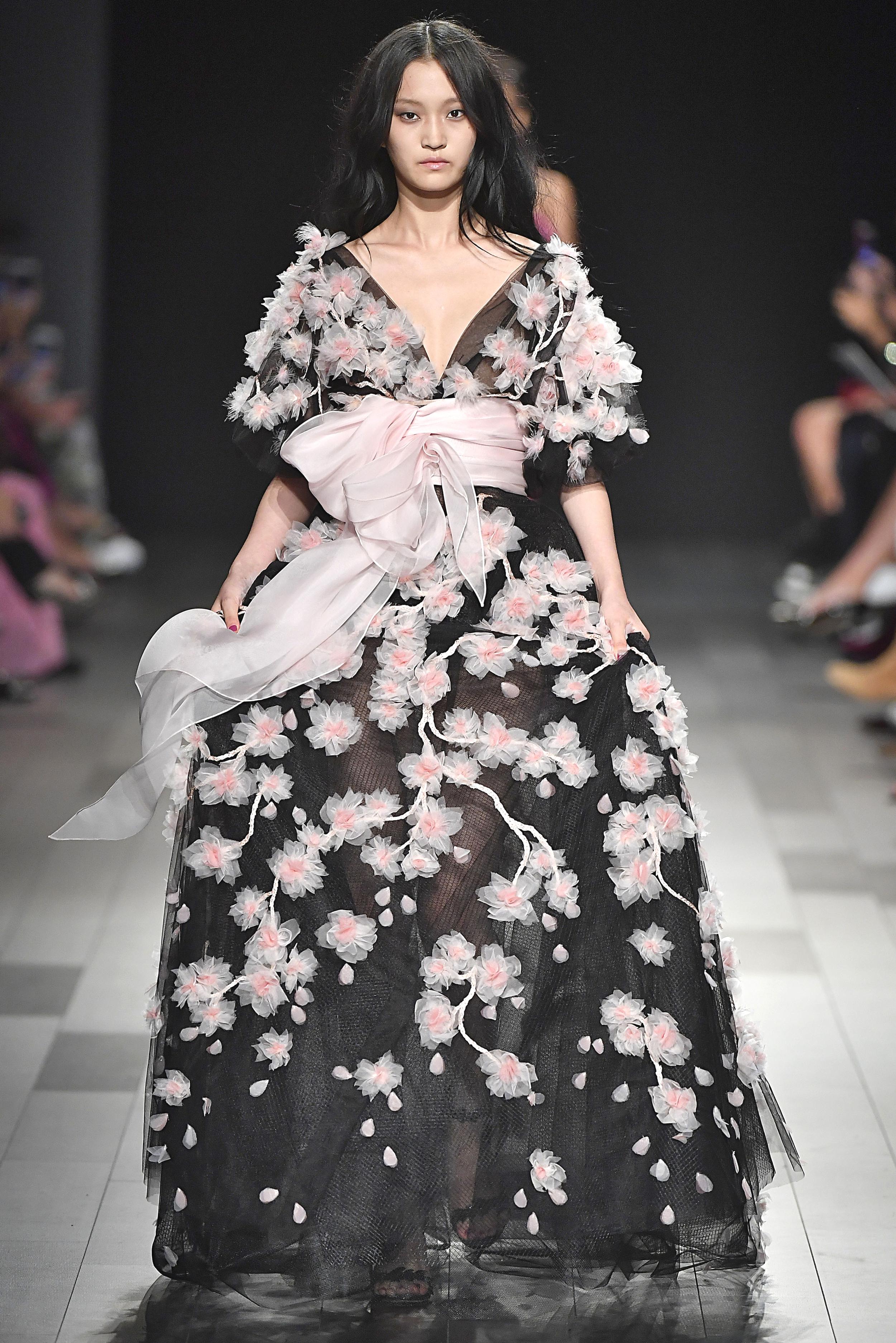 New York Fashion Week Spring/Summer 2018: Kleid mit durchsichtigem Rock in der Show von Marchesa