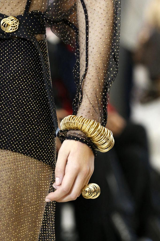 Spiralförmiger Armschmuck bei Louis Vuitton