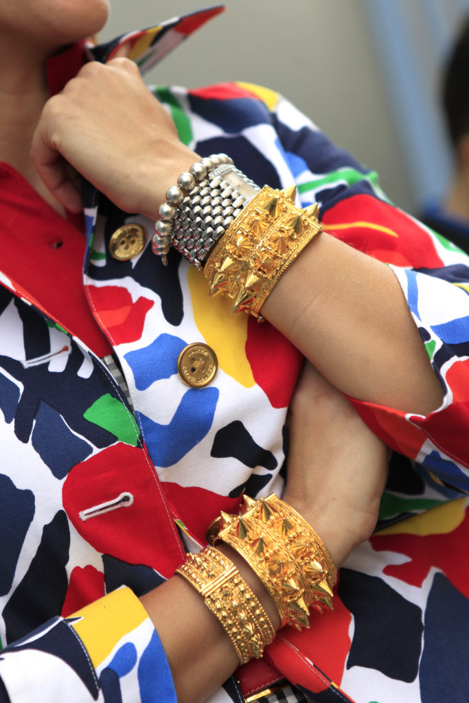 Armreifen mit Nieten im Street Style aus Paris
