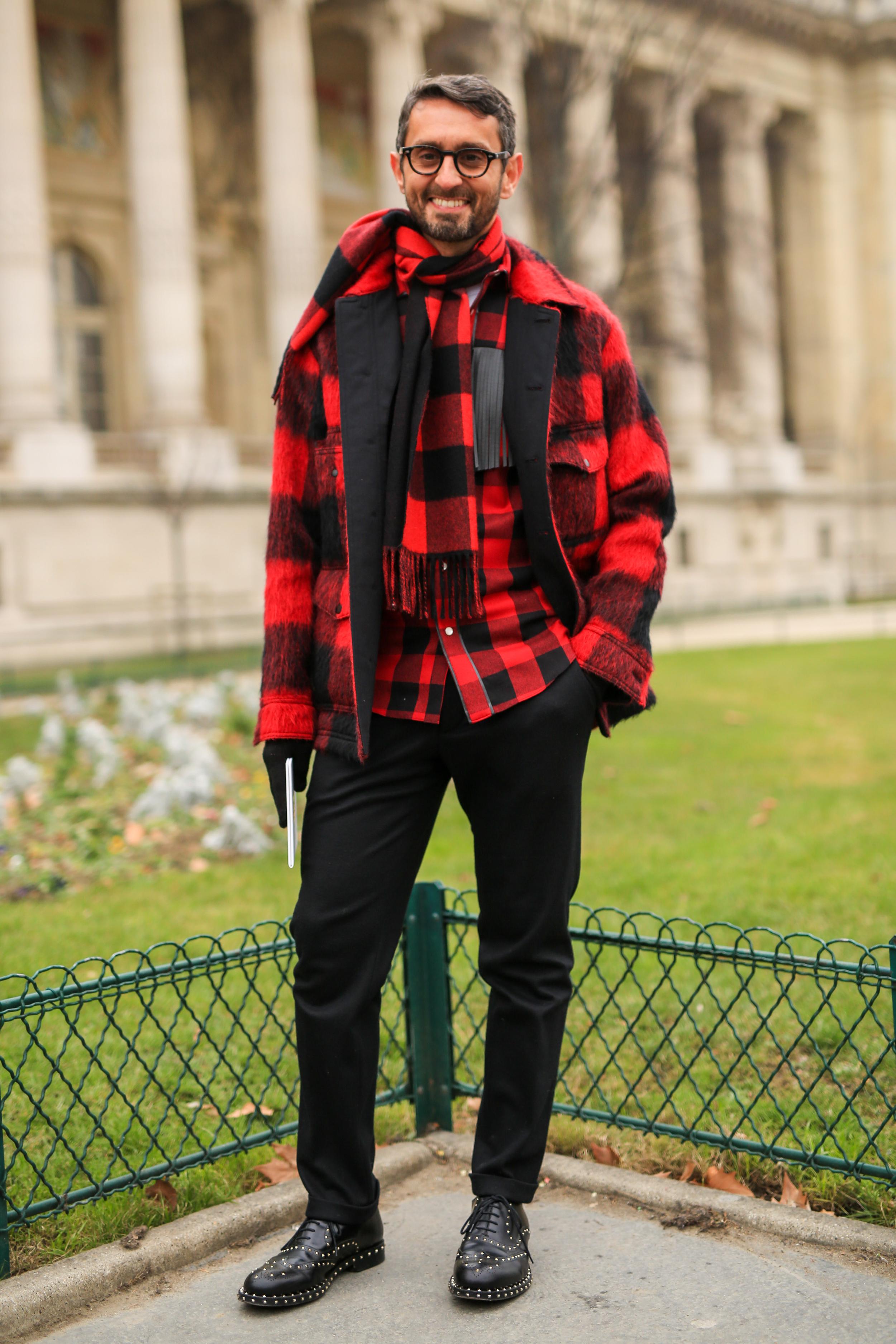 Street Style in Paris mit lässigem Karo-Look