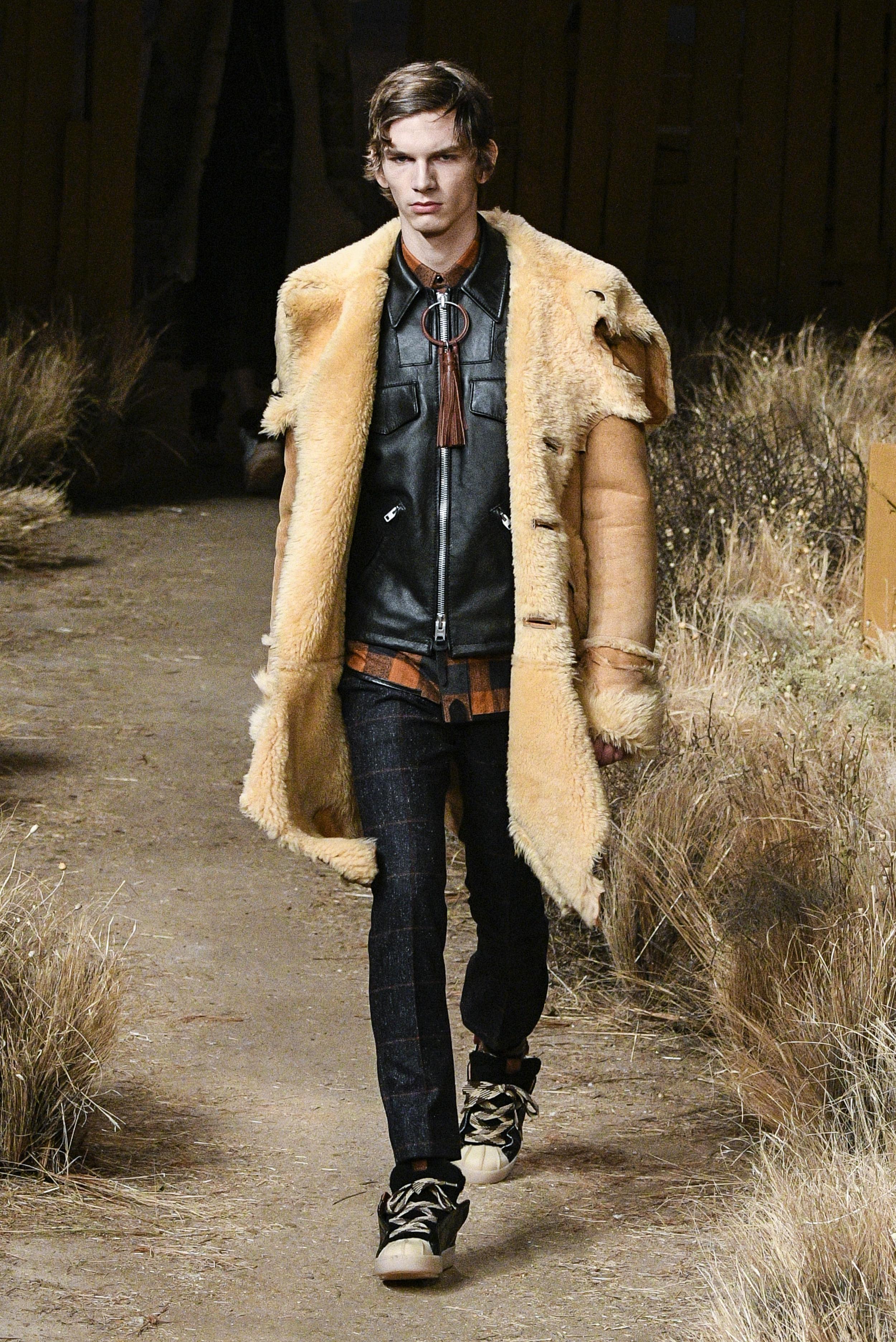 New York Fashion Week Fall: Wildledermantel mit Lammfell bei der Show von Coach (ddp images)