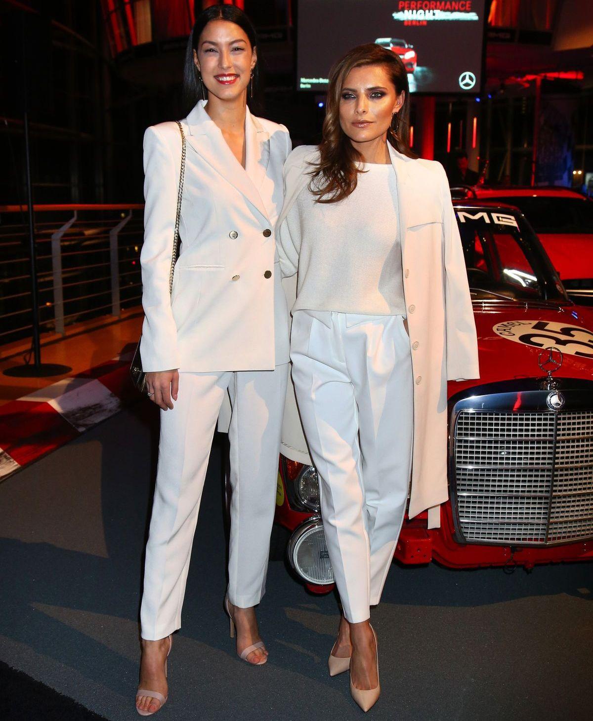 Rebecca Mir, Sophia Thomalla, Mercedes-Benz 300 SEL AMG (Rote Sau)