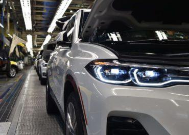 Der BMW X7 rollt an