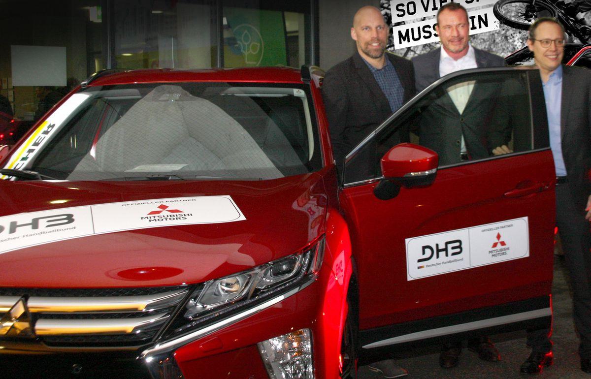 Axel Kromer (Vorstand Sport DHB) mit Dr. Kolja Rebstock (Geschäftsführer Mitsubishi Motors in Deutschland) und Mark Schober (Vorstandsvorsitzender DHB)